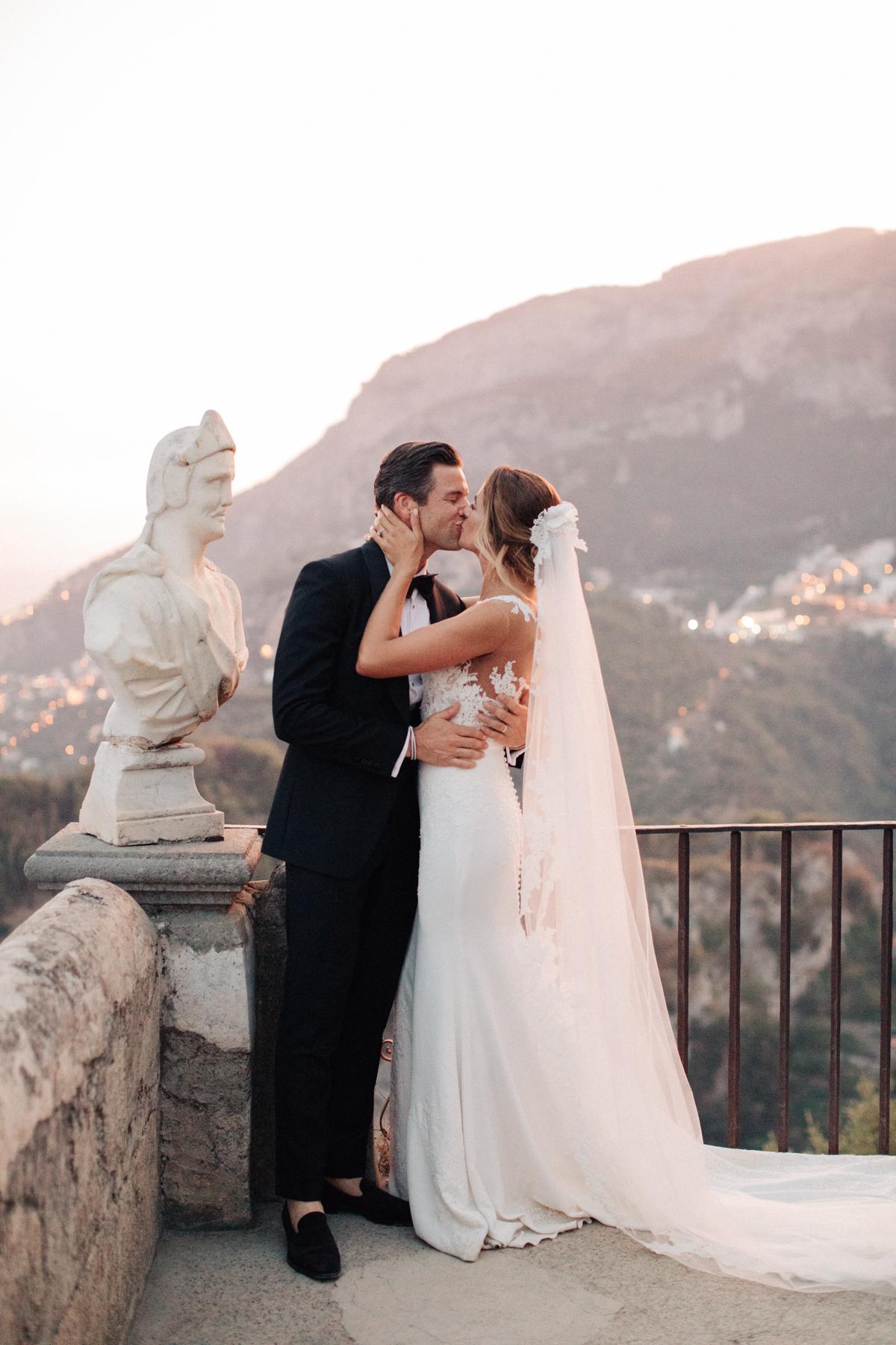 Luxury italy wedding planner ravello villa Cimbrone couple kissing