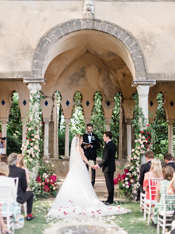 Luxury italy wedding planner villa Cimbrone wedding ceremony couple